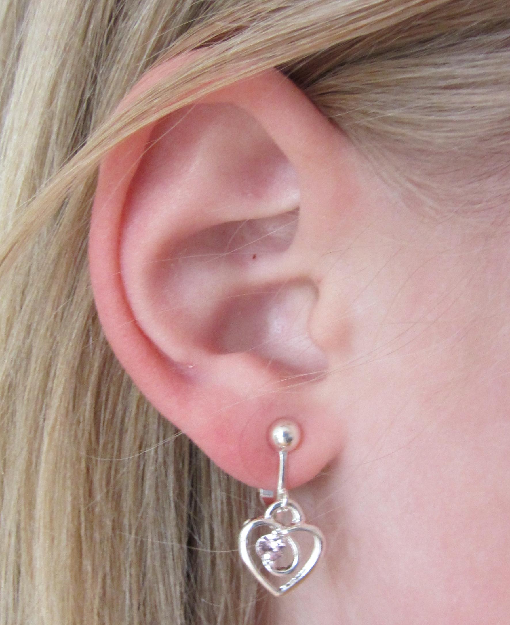 clipoorbel verzilverd hartje met rhinestone oor