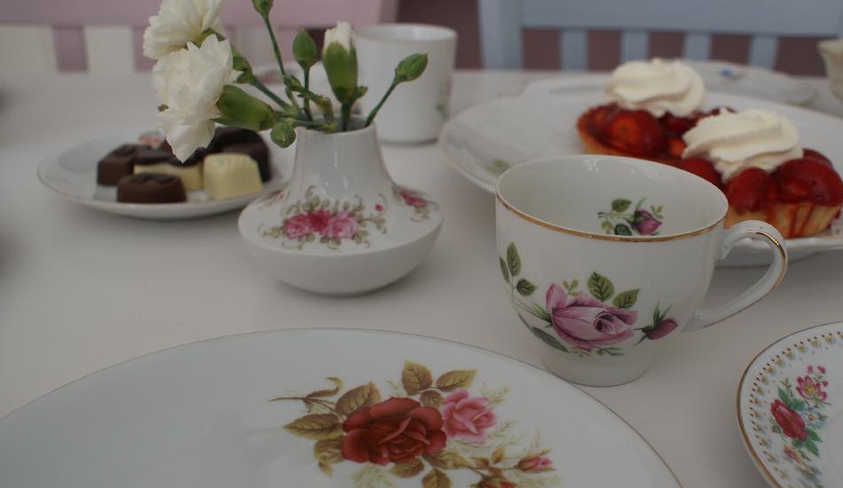 high tea vintage bloemen Vintage parels van servies