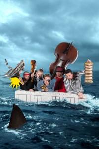 Naar de haaien - De Wereldband - Oorkaan - foto Anna van Kooij