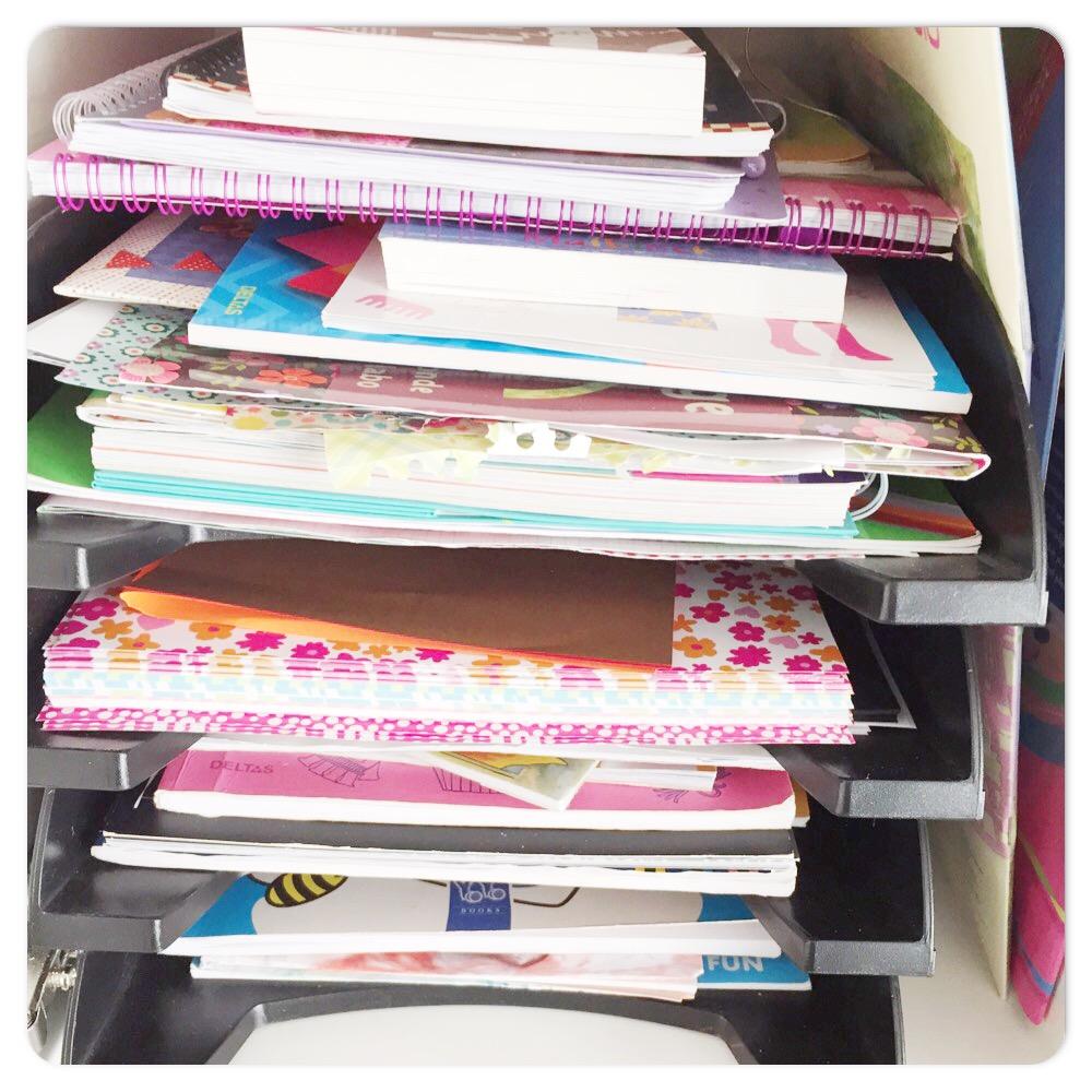 knutselkast papier en kleurboeken
