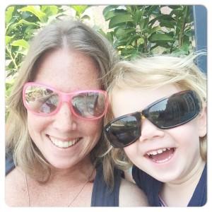 met de zonnebrillen