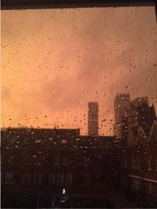 oranje lucht onweer
