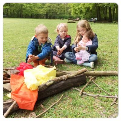spelen met 4 kindjes