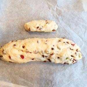 kerststol deeg gemengd met noten