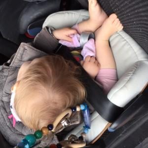 Fee in de auto in slaap gevallen