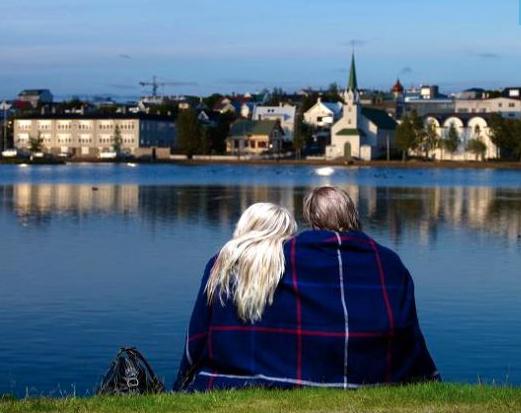 IJsland in de zomer met kinderen Tjornin pond