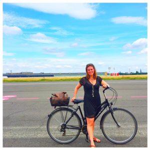 fietsen over de landingsbaan