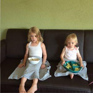samen op de bank tv kijken en past eten