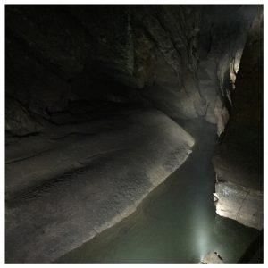 Op avontuur bij de Grotten van Han water