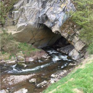 Op avontuur bij de Grotten van Han riviertje