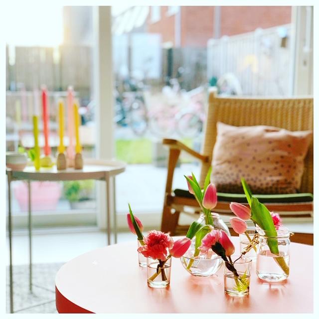 tulpen op tafel