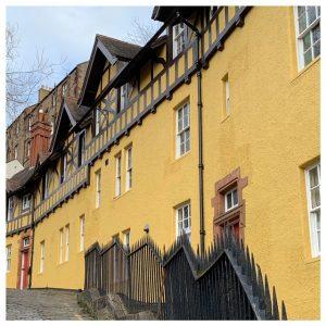 gele huisjes dean village