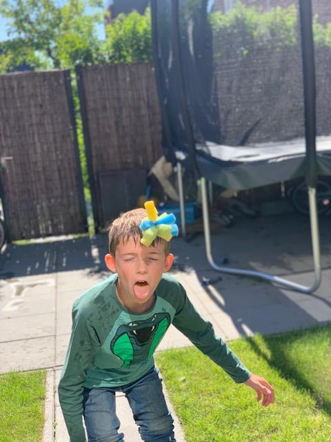 Sponsbal leuke waterspelletjes met kinderen