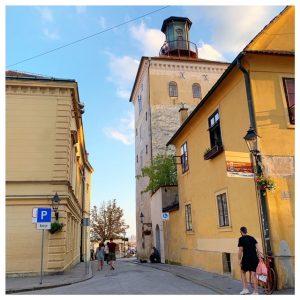 Lotrščak Tower inkijkje straat