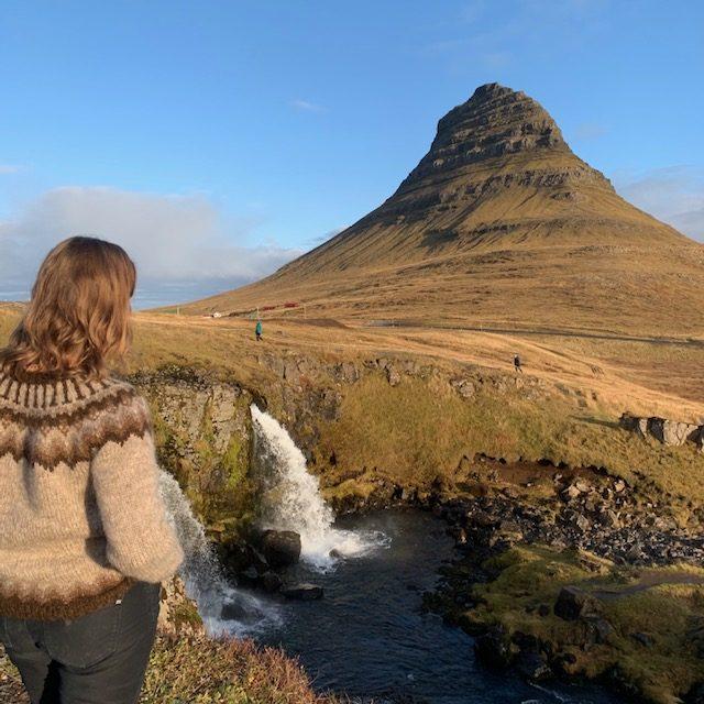 kirkjufell watervallen ijslandse trui