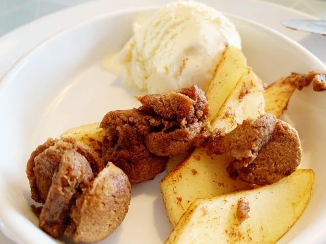 dessert gourmetten appeltjes kaneel bolletje vanille ijs