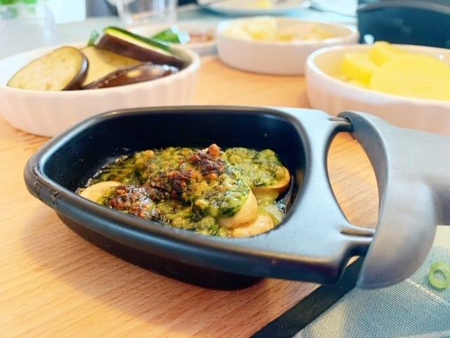 vegetarisch gourmetten pannetje met champignons en pesto