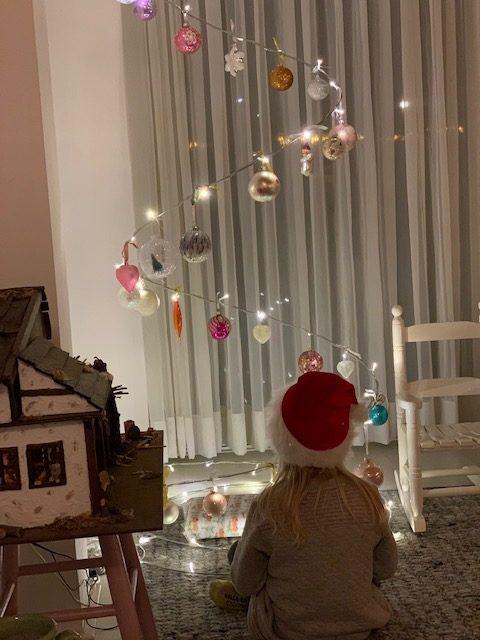 fee bij kerstboom dec 2019