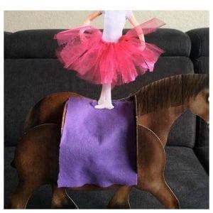 surprise paard met ballerina