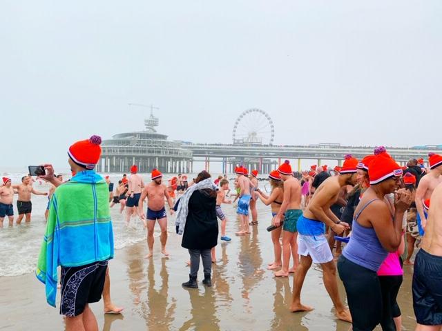 helden koud water pier nieuwjaarsduik