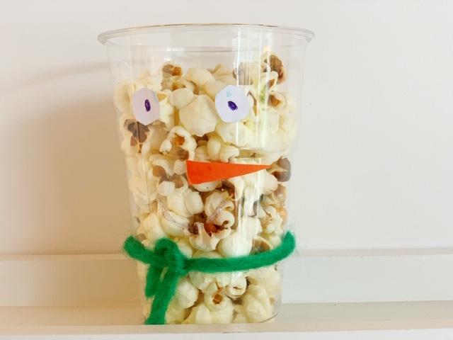 traktatie sneeuwpop van popcorn