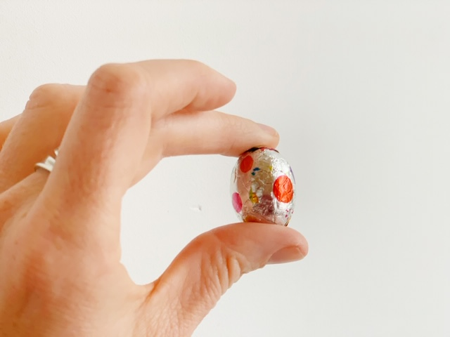 De grote paaseitjes test HEMA knetterchocola paasei