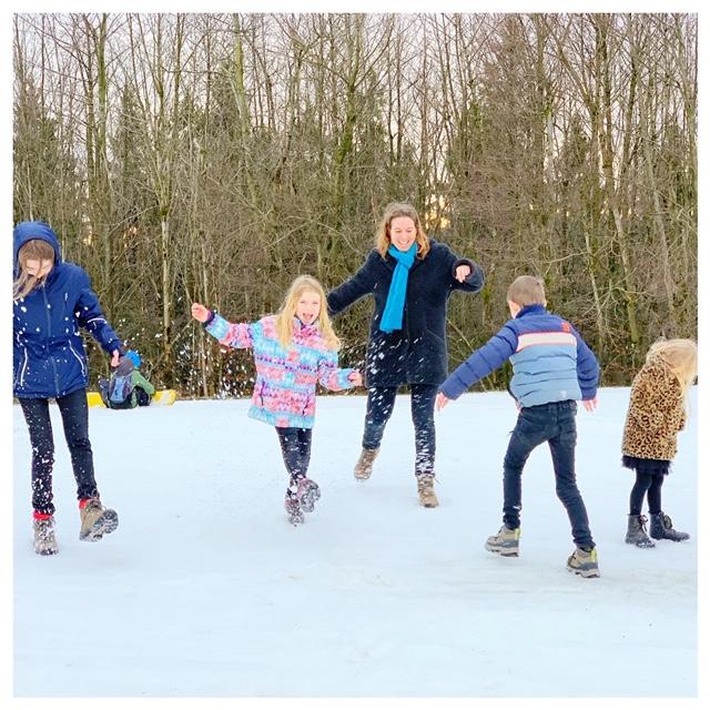 spelen in de sneeuw in winterberg