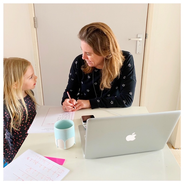 Thuis aan onderwijs werken met de kinderen