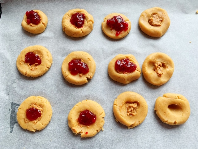 pinda kaas koekjes in de oven