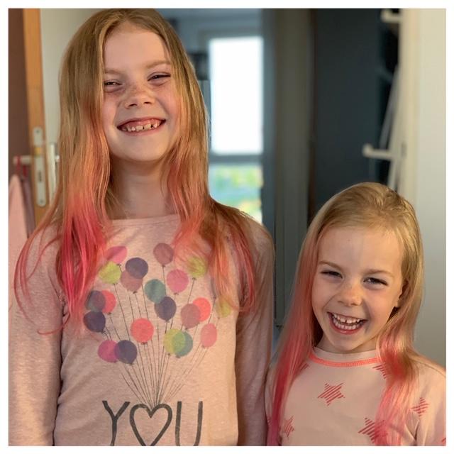 meisjes haren rood geverfd mei 2020