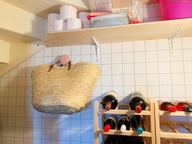 trapkast leuk gemaakt met behang