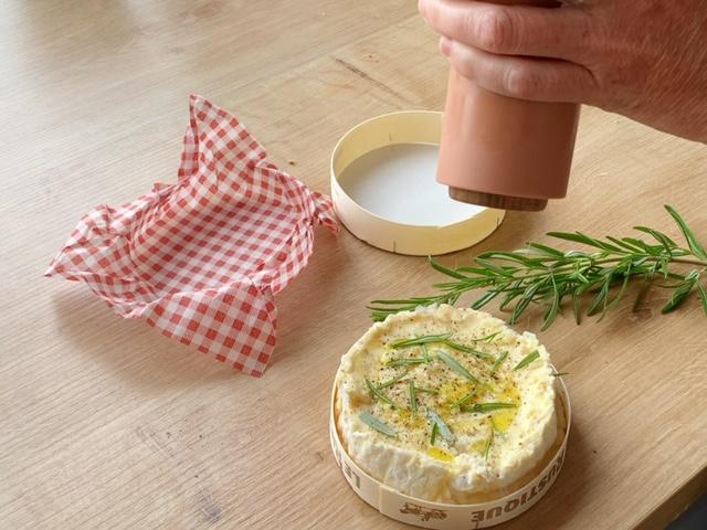 camembert met kruiden