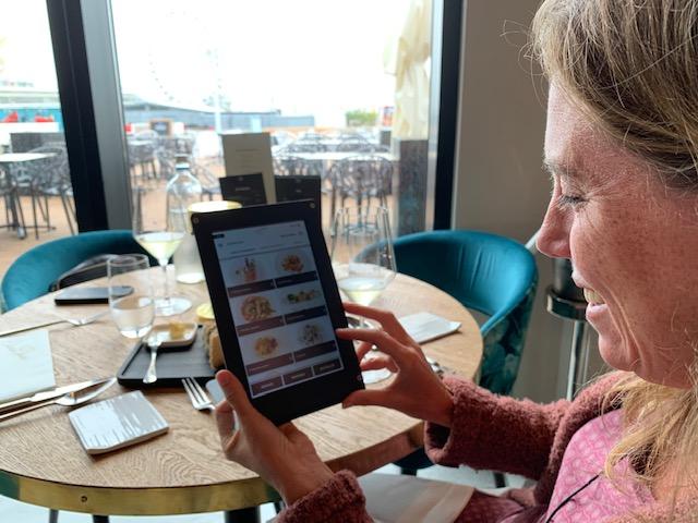 bestellen via de tablet bij chouchou