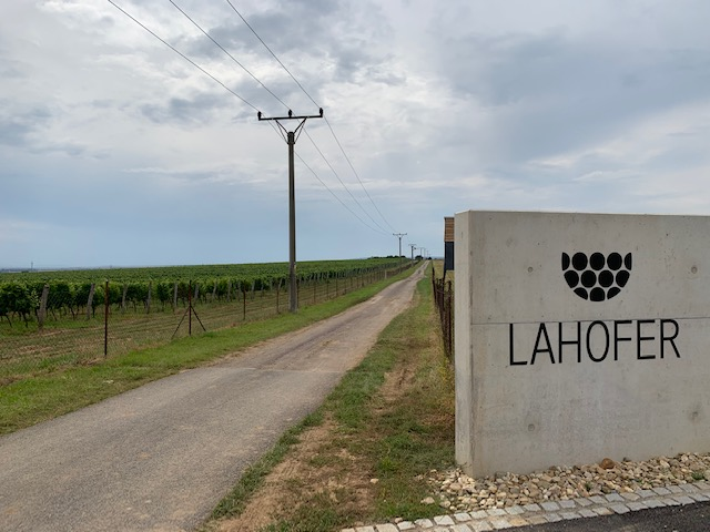 Lahofer wijnhuis wijngaard
