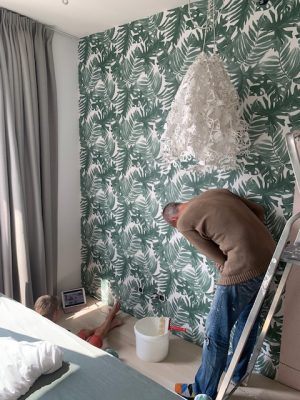 maik behangt de kamer van lenthe urban jungle