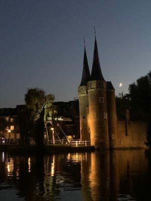 Tips om mooie foto's te maken met je smartphone Oosterpoort delft by night