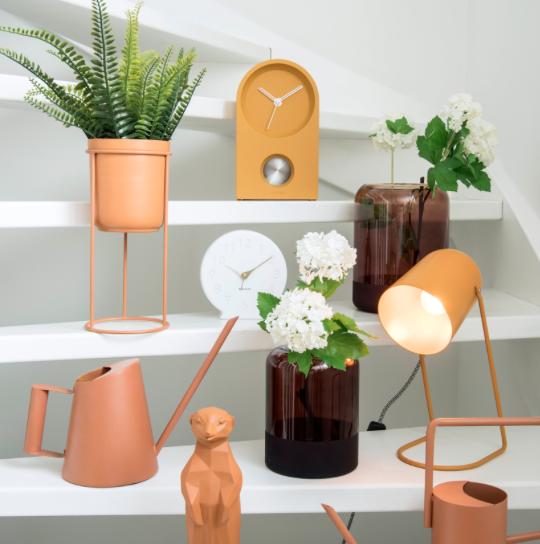 Roze plantenpotten en plantenstandaard pt tub