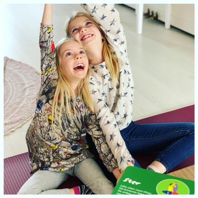 Tips om mooie foto's te maken met je smartphone Lenthe en Fee doen yoga