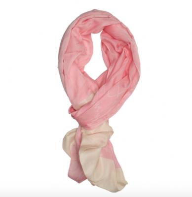 roze sjaal brandfield