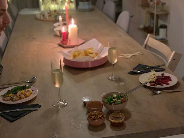 hangting thuis uit eten