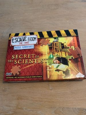 escape room the game secrets of the scientist