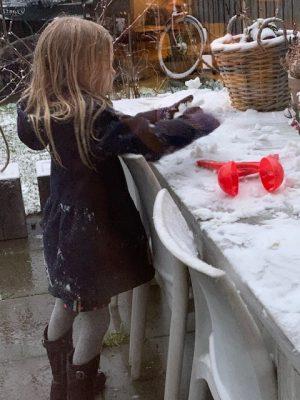 Speelgoed voor in de sneeuw fee sneeuw jan 2021