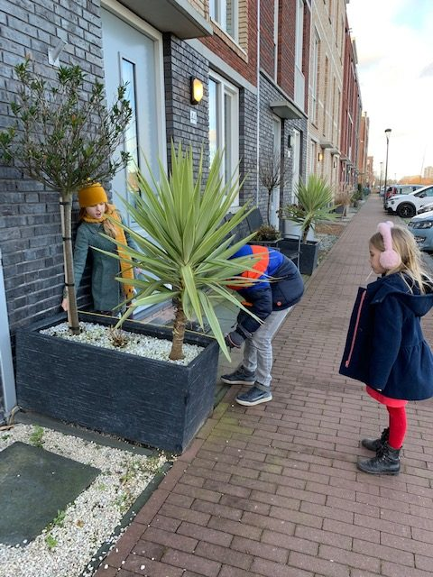 15+ buitenactiviteiten voor kinderen in de herfst en winter meten challenge buiten